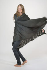 DERA SHAWL IN FOURREAU NOIR