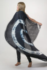 TIE-DYED KALAGAI SQUARE IN DARK NAVY & IVORY