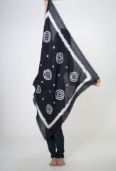 3 CIRCLES KALAGAI BANDANA SQUARE IN DARK NAVY & IVORY