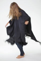 HERRINGBONE PONCHO IN BLACK