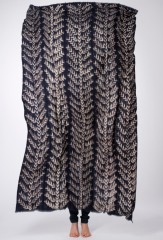 MALI HERRINGBONE SHAWL IN DARK NAVY & IVORY