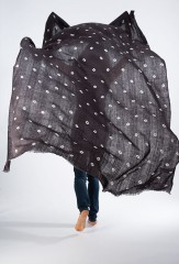 ALL OVER DOTS EL MELHFA KALAGAI THROW IN EBONY & IVORY    100% CASHMERE, HAND TIE-DYED