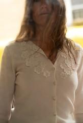 LONGSLEEVE VINTAGE MARGHERITA CARDIGAN IN ANTIQUE WHITE 100% CASHMERE