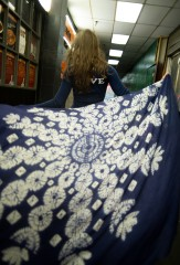 SNOWFLAKE KALAGAI SQUARE IN DENIM & IVORY 100% CASHMERE, HAND DYED RÊVE T IN NEPTUNE & CHALK 100% CASHMERE