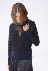 CÔTES RIZ PULLOVER IN PIRATE & BLACK 100% CASHMERE  HOUNDSTOOTH MUFFLER IN BLACK TEAL & DARK NAVY 100% CASHMERE, YARN DYED